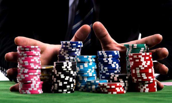 Enaknya Bertarung Poker Online Deposit Pulsa Daripada Uang Asli