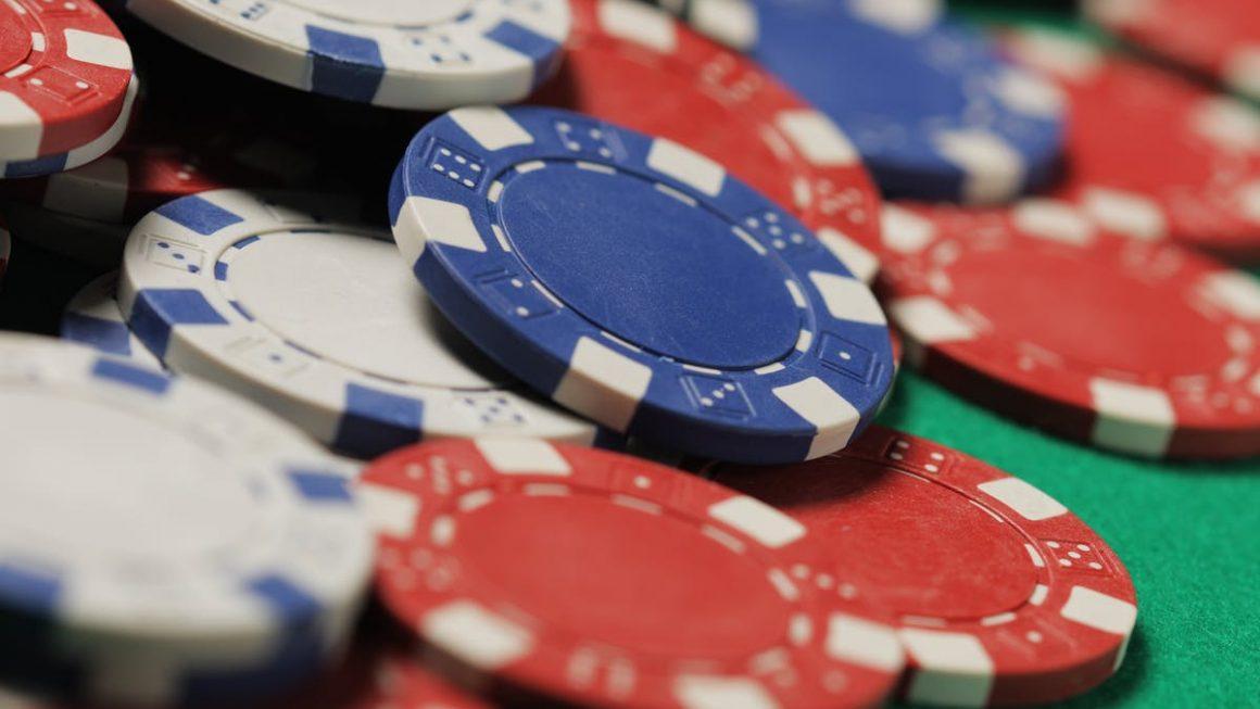 situs poker domino