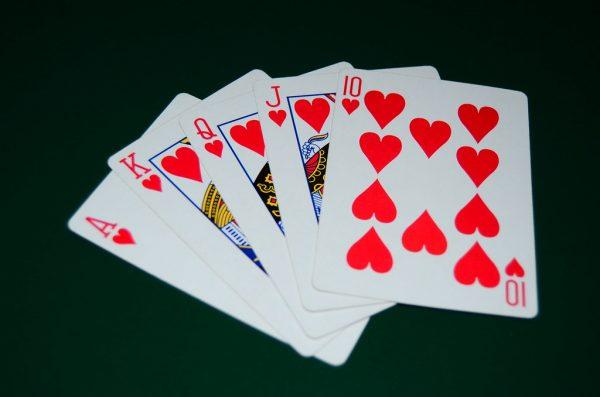 Dia menemukan! Ini Cara Mengunduh Game Poker Online untuk Android